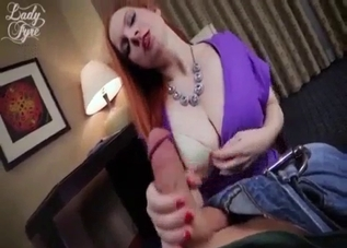 Pasty-ass redhead seducing with her butt