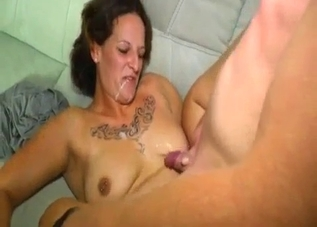Tatted-up brunette sucking cock real good