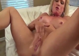 Sweaty fucking session with a guy and his mom